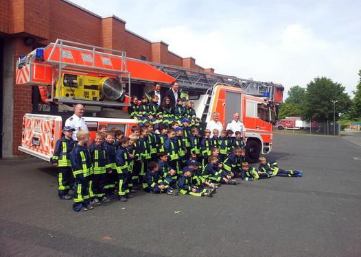 Wiesbadenaktuell: Neue Kleidung für die Bambini-Feuerwehren