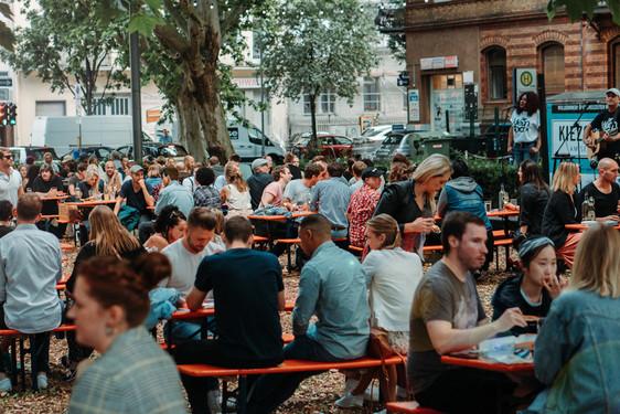 Wiesbadenaktuell Kiezgarten Der Pop Up Biergarten Auf Dem Sedanplatz In Wiesbaden