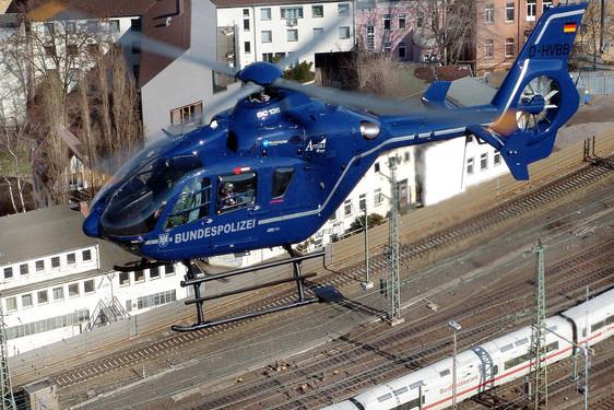 Wiesbadenaktuell Hubschrauber Und Flugzeuge Kreisen Am Tag Der